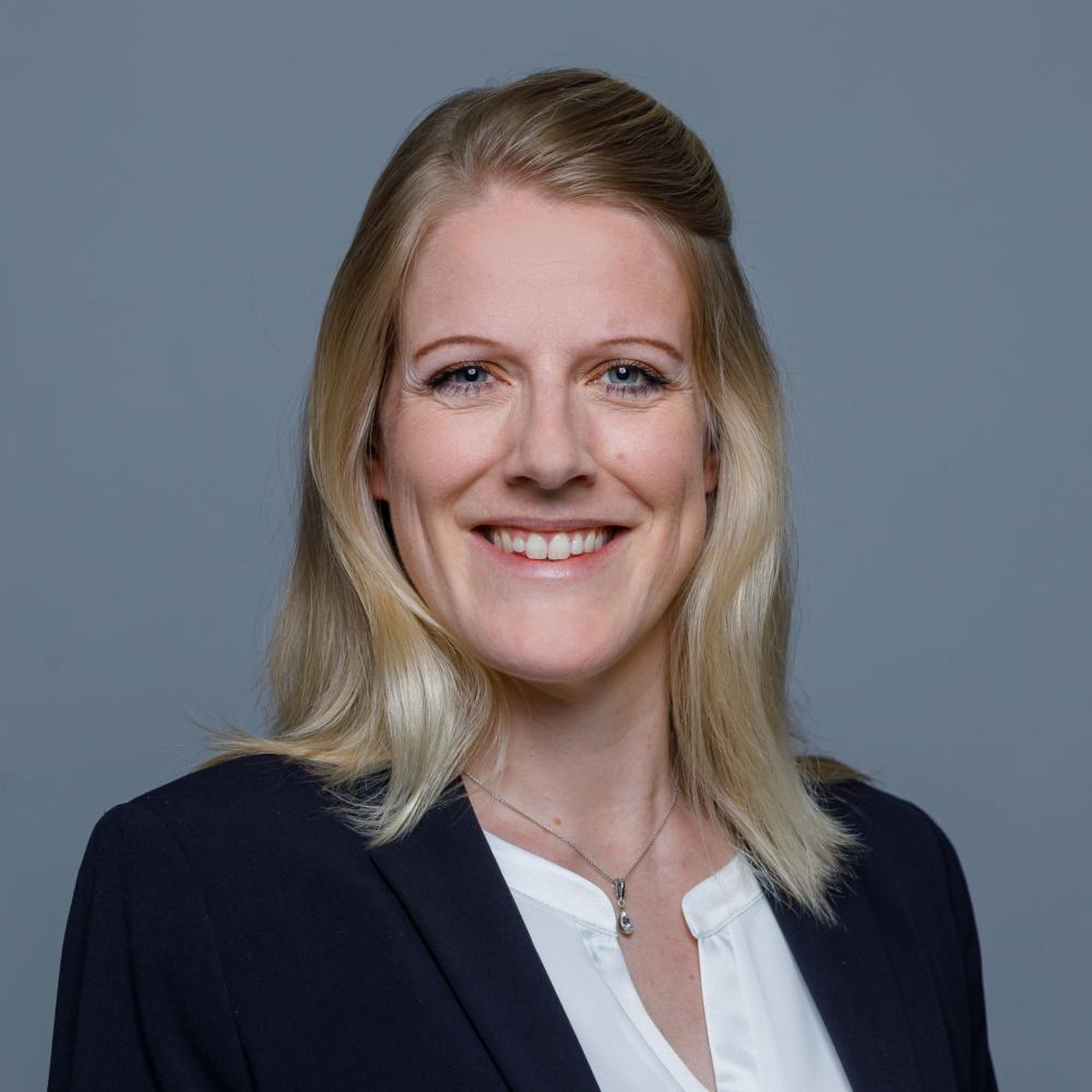 Cécile Ettlin, Treuhänderin mit eidg. FA