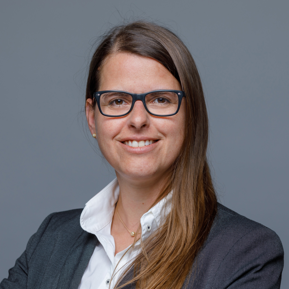 Simone Jurgl, Treuhänderin mit eidg. FA